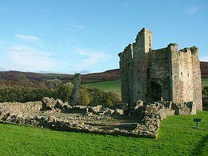 300px-Edlingham_Castle_-_Northumberland_-_England_-_2004-10-31